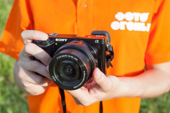 Удобно ли держать камеру в руках, какова она в использовании?